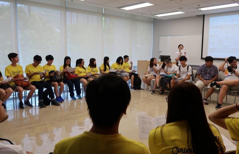 中文系老師介紹課程內容及學系活動