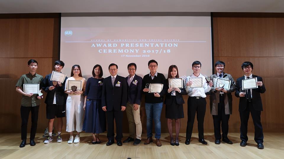 得獎同學與人文社會科學學院院長譚國根教授合照