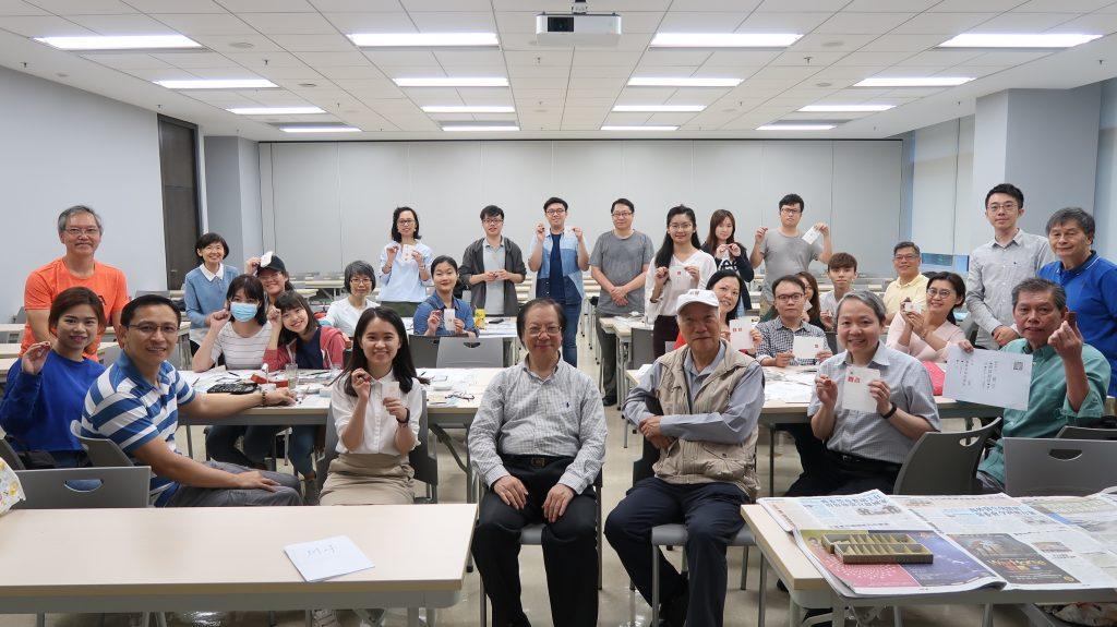 鄧昌成老師、一眾篆刻老師與本校學員大合照