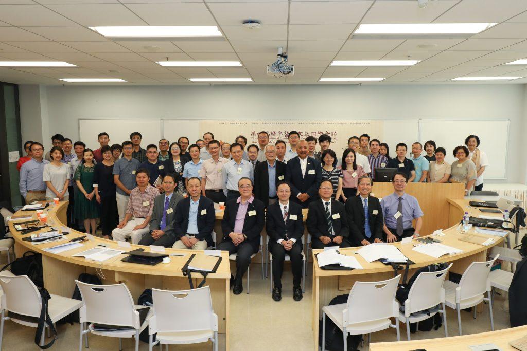 香港恒生大學副校長(機構發展)方永豪博士、恒大中文系系主任張光裕教授及一眾與會學者、嘉賓合照